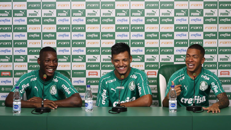 Cesar Greco/Ag. Palmeiras/Divulgação_As Crias da Academia Patrick, Gabriel Menino e Lucas Esteves (à direita) falaram com a imprensa nesta segunda