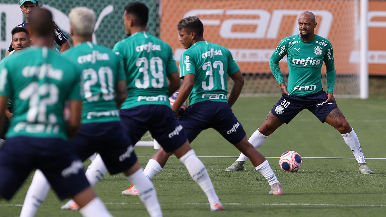 Cesar Greco/Ag. Palmeiras/Divulgação_O elenco alviverde treinou em dois períodos nesta terça-feira (07)