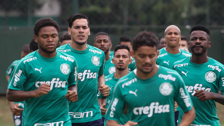 Cesar Greco/Ag. Palmeiras/Divulgação_Os atletas treinaram na sala de musculação e deram tiros de corrida no gramado na manhã desta quarta (08)