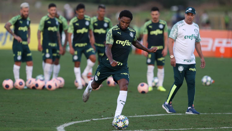 Cesar Greco/Ag. Palmeiras/Divulgação_O elenco palmeirense trabalhou fundamentos no treino da tarde