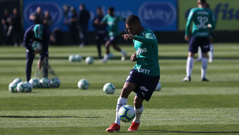 Cesar Greco/Ag. Palmeiras/Divulgação_Esteves participou de diversos treinamentos com o elenco profissional na temporada passada
