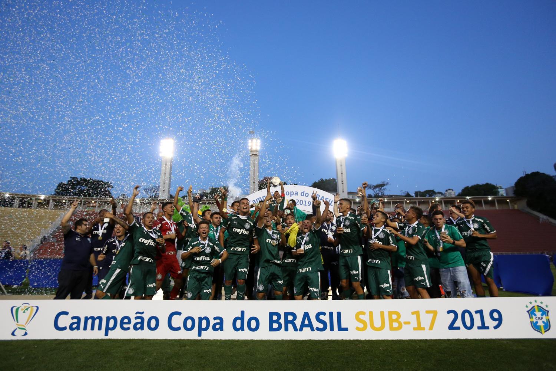 Fabio Menotti/Palmeiras _ O Sub-17 fez a festa no estádio municipal após bater o São Paulo na decisão da Copa do Brasil