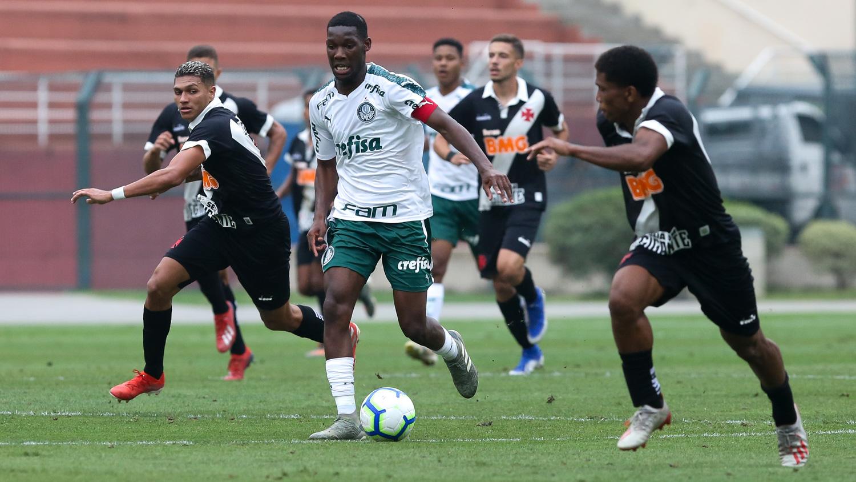 Fabio Menotti/Ag. Palmeiras/Divulgação_Vanderlei Luxemburgo viu Patrick de Paula atuar contra o Vasco no Campeonato Brasileiro Sub-20 de 2019