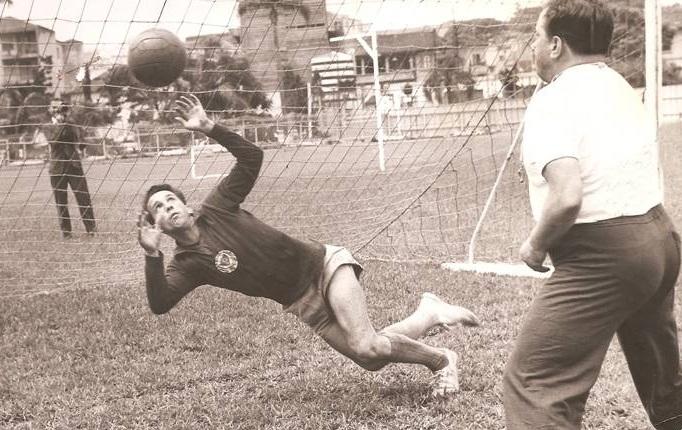 Divulgação_Valdir de Morais durante treino em seus tempos de atleta profissional do Verdão