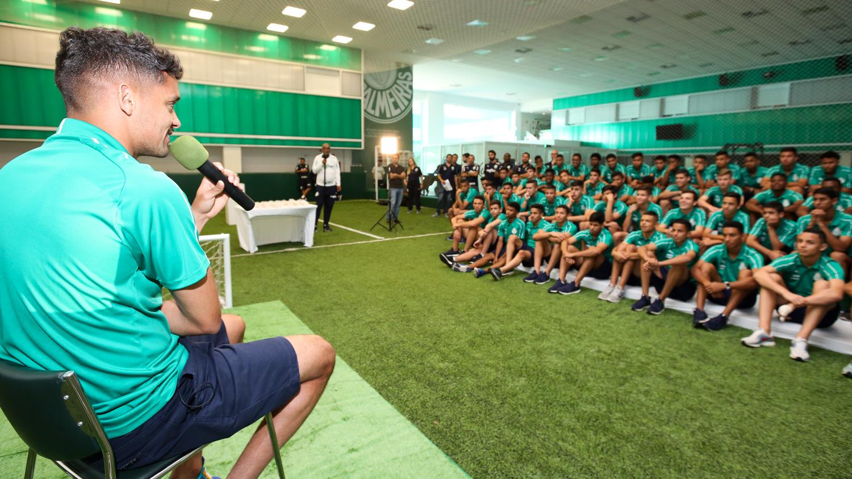 Fabio Menotti/Palmeiras _ Scarpa falou com a garotada da base alviverde nesta quinta-feira (03)