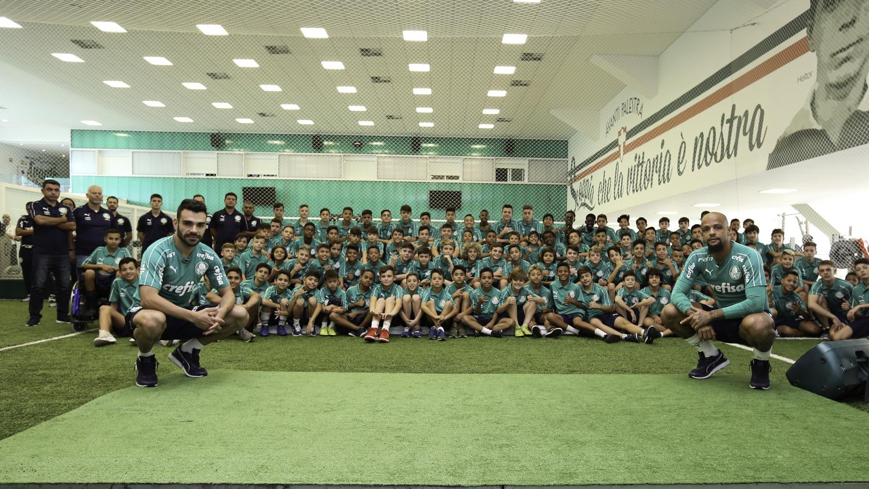 Fabio Menotti/Ag. Palmeiras/Divulgação_Os meninos visitaram a Academia de Futebol nesta quarta-feira (12)