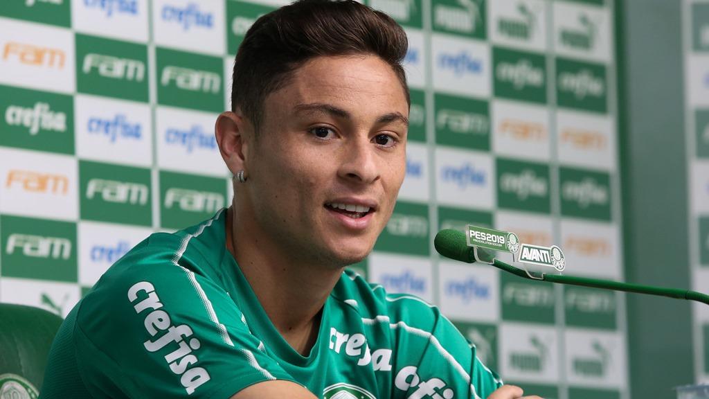 Fabio Menotti/Ag. Palmeiras/Divulgação_O lateral-esquerdo Diogo Barbosa falou com a imprensa antes do treino desta terça-feira (14)