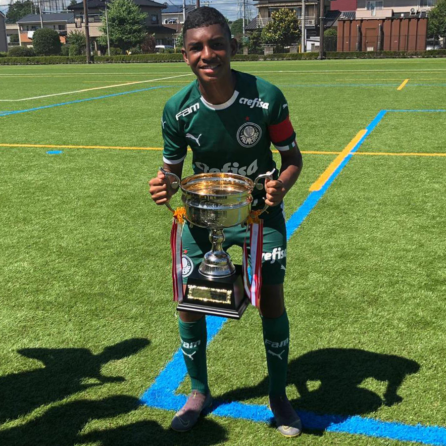 Divulgação_Luis Guilherme foi o melhor jogador e o artilheiro da Mito HollyHock Cup Sub-13