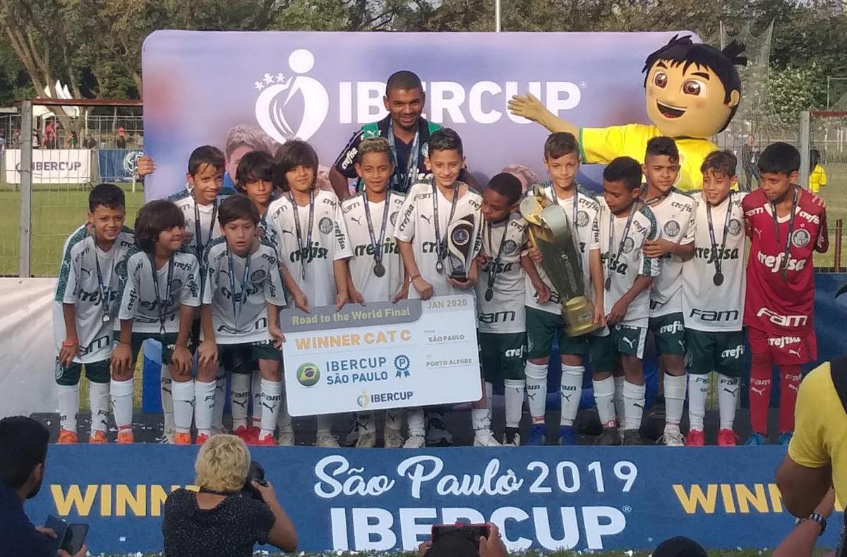 Divulgação_O Sub-10 palmeirense venceu o Athletico-PR na semifinal e o Grêmio na final
