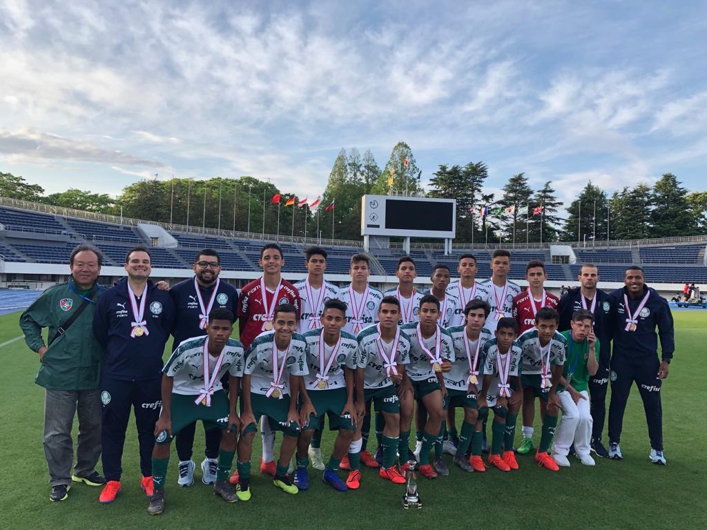 Divulgação_Em maio deste ano, o Sub-14 do Palmeiras foi campeão do Tokyo U-14 International Youth Football Tournament