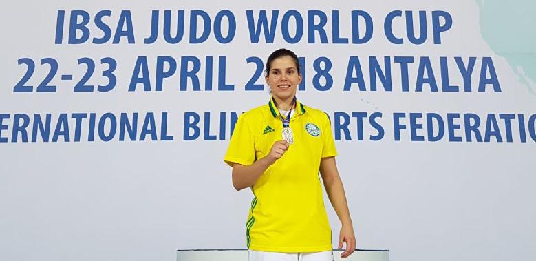 Divulgação _ Alana soma três medalhas em competições internacionais na temporada