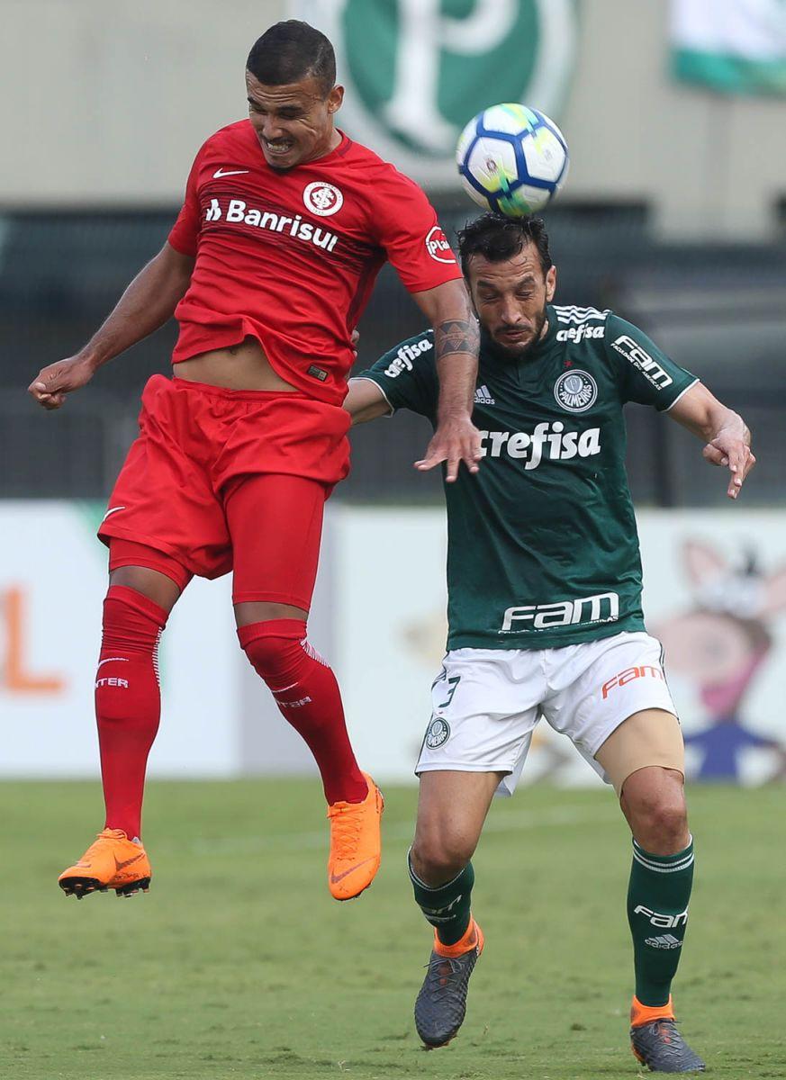 Cesar Greco/Ag Palmeiras/Divulgação_Edu Dracena atuou como titular da zaga