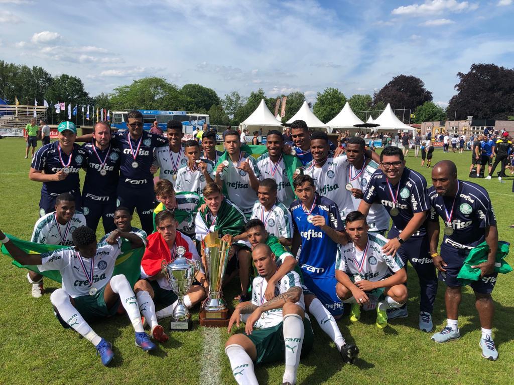 Divulgação_Time Sub-20 do Verdão consagrou-se campeão de torneio na Holanda neste domingo (02)