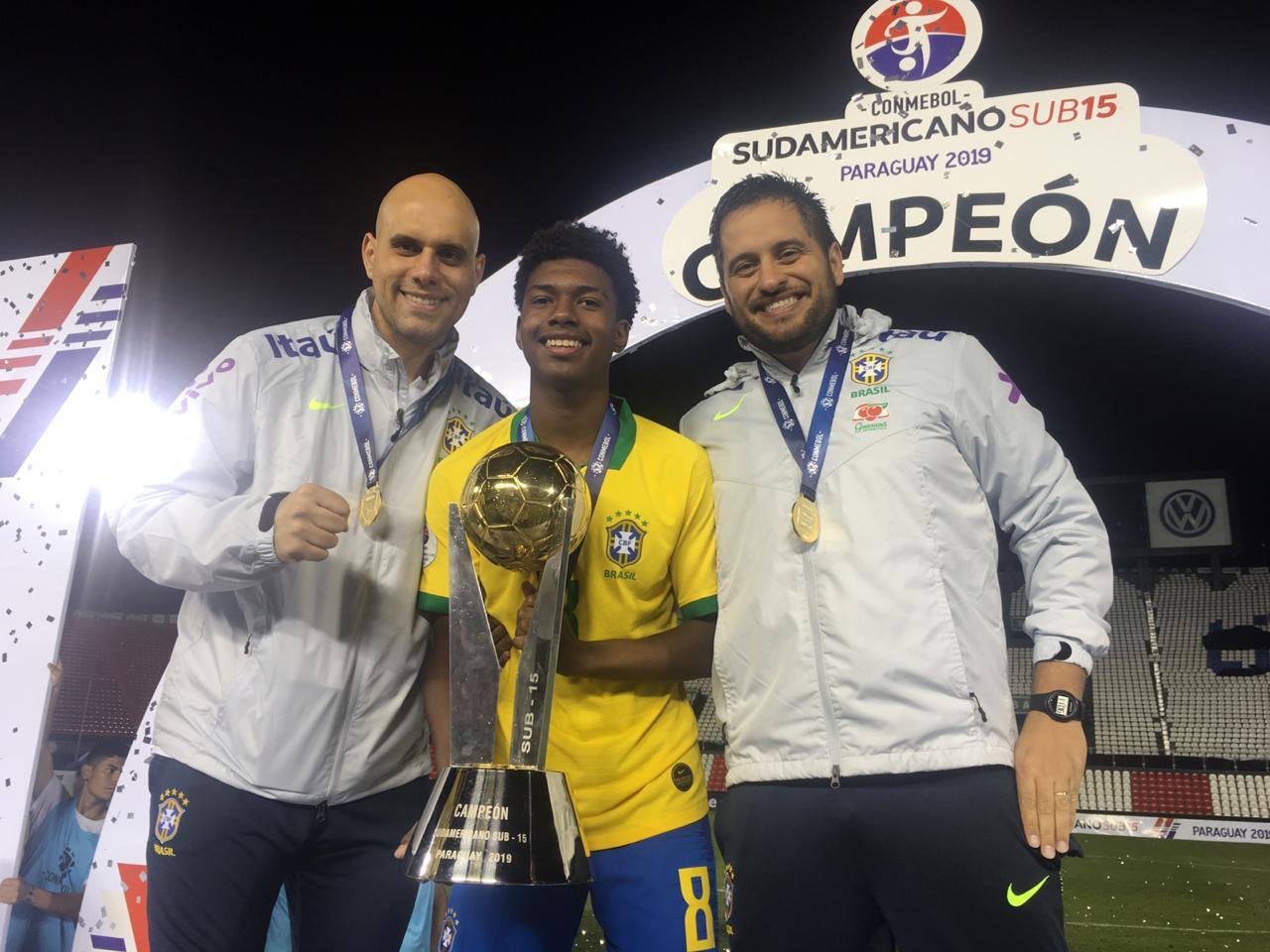 Divulgação _ Os palmeirenses Cesar Del Roy (esq.), Robinho e Lucas Andrade (dir.) fizeram parte do elenco campeão