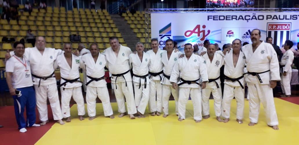 Divulgação _ Os veteranos do judô alviverde eram os atuais vice-campeões do torneio