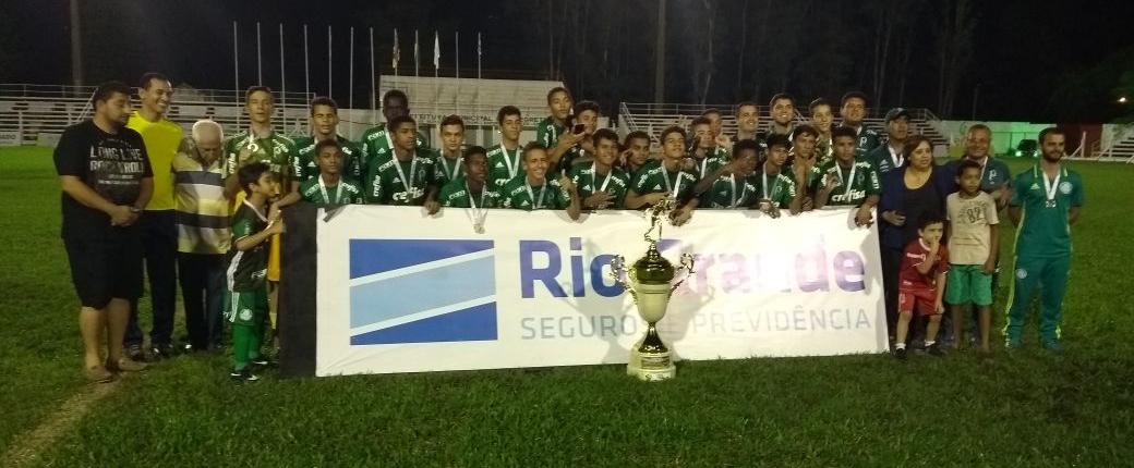 Divulgação _ O elenco campeão é formado por atletas recém-promovidos ao time Sub-14
