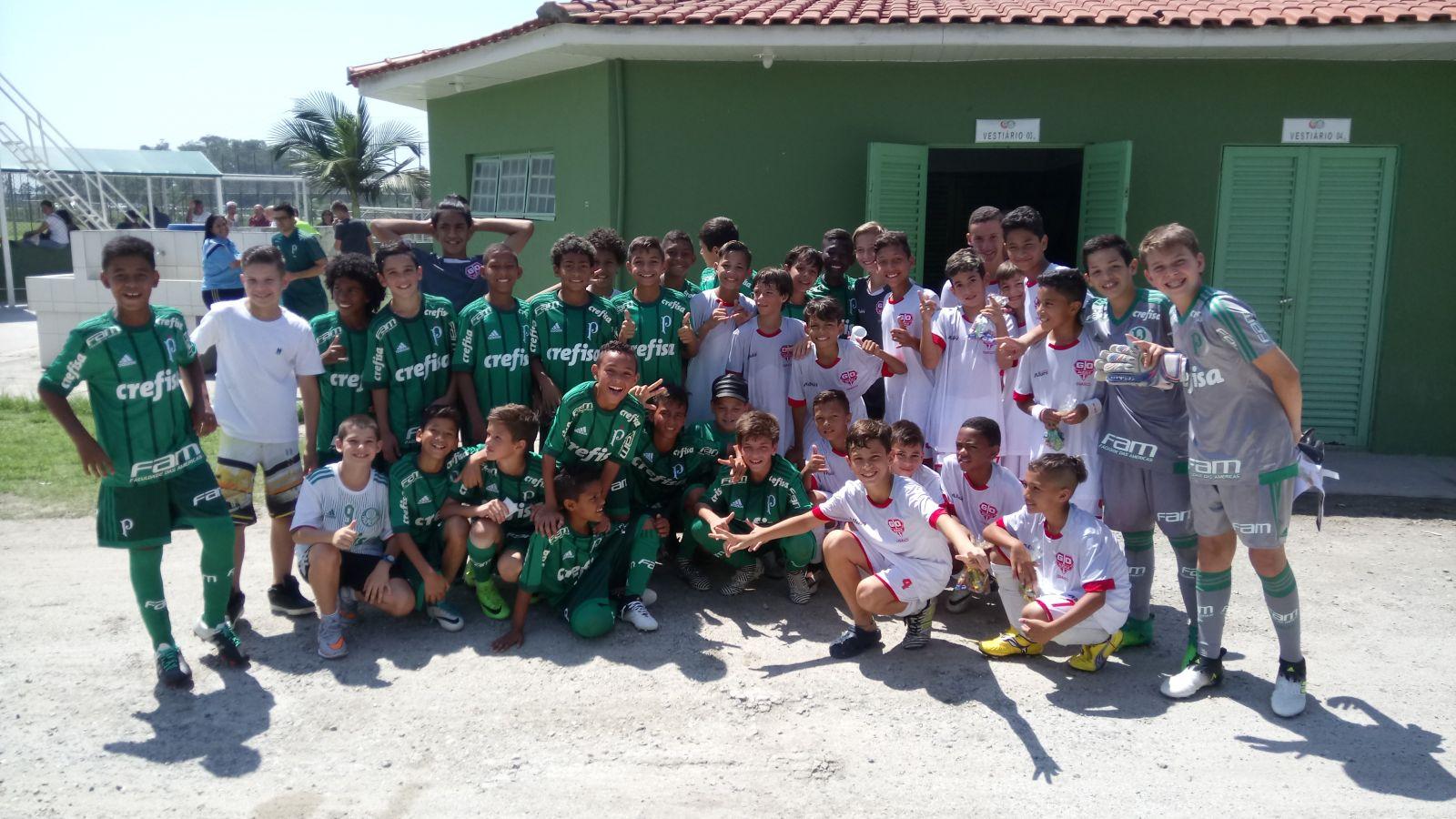 Divulgação_Equipe Sub-11 do Palmeiras reunida na Academia de Futebol II, em Guarulhos