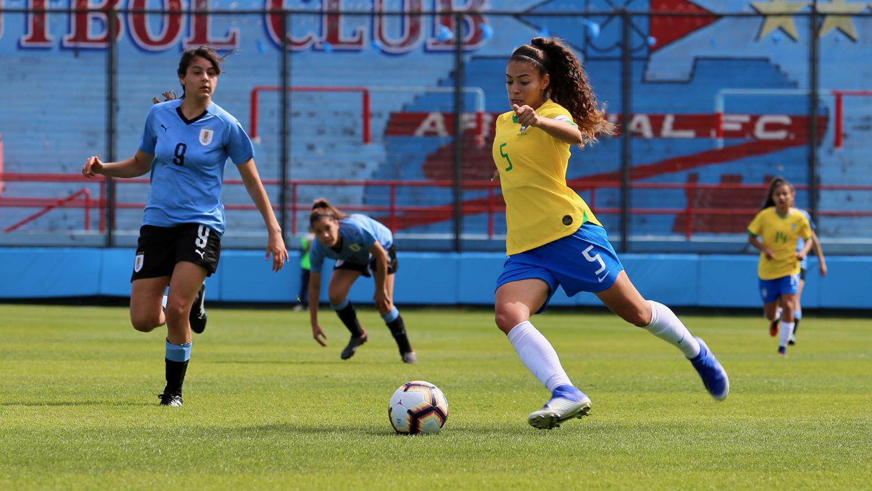 CBF/Divulgação _ A atleta faturou a Liga Sul-Americana Sub-19 e já atuou nos mundiais Sub-17 e Sub-20 pelo Brasil