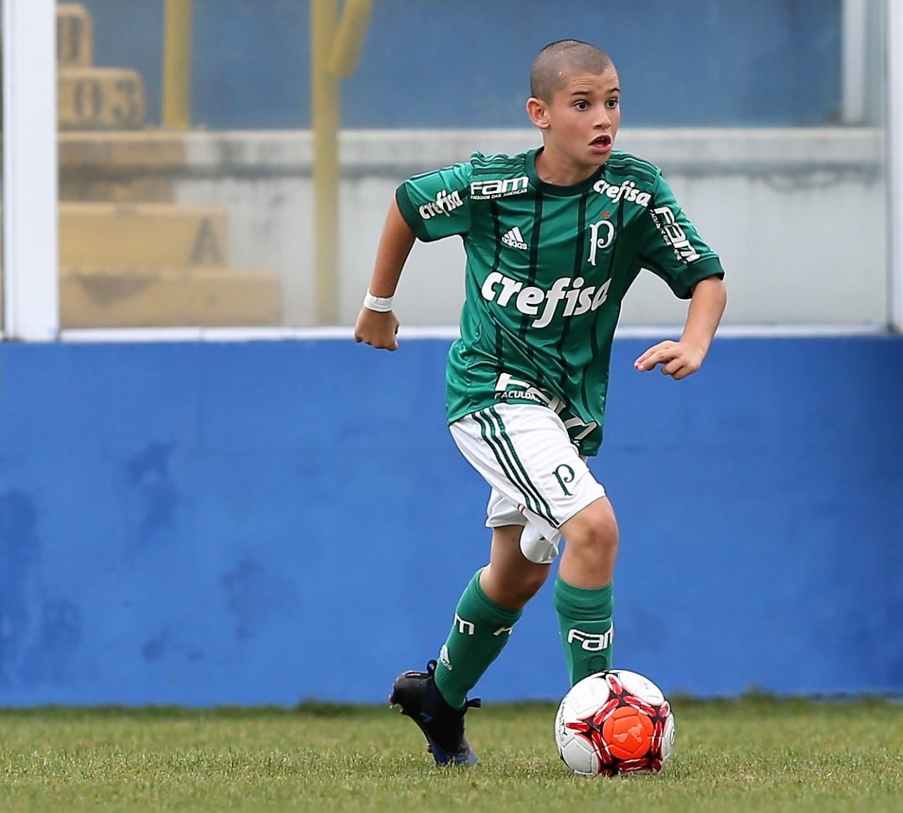 Fabio Menotti/Ag. Palmeiras/Divulgação_Lucas Astolfi é um dos destaques do time Sub-11 de campo e do Sub-12 de futsal do Palmeiras