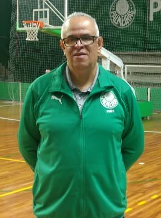 Divulgação _ Em duas passagens, Padola treinou o basquete do Verdão por 17 anos