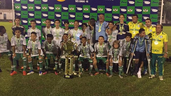 Divulgação_O time Sub-13 do Verdão faturou o torneio em 2017