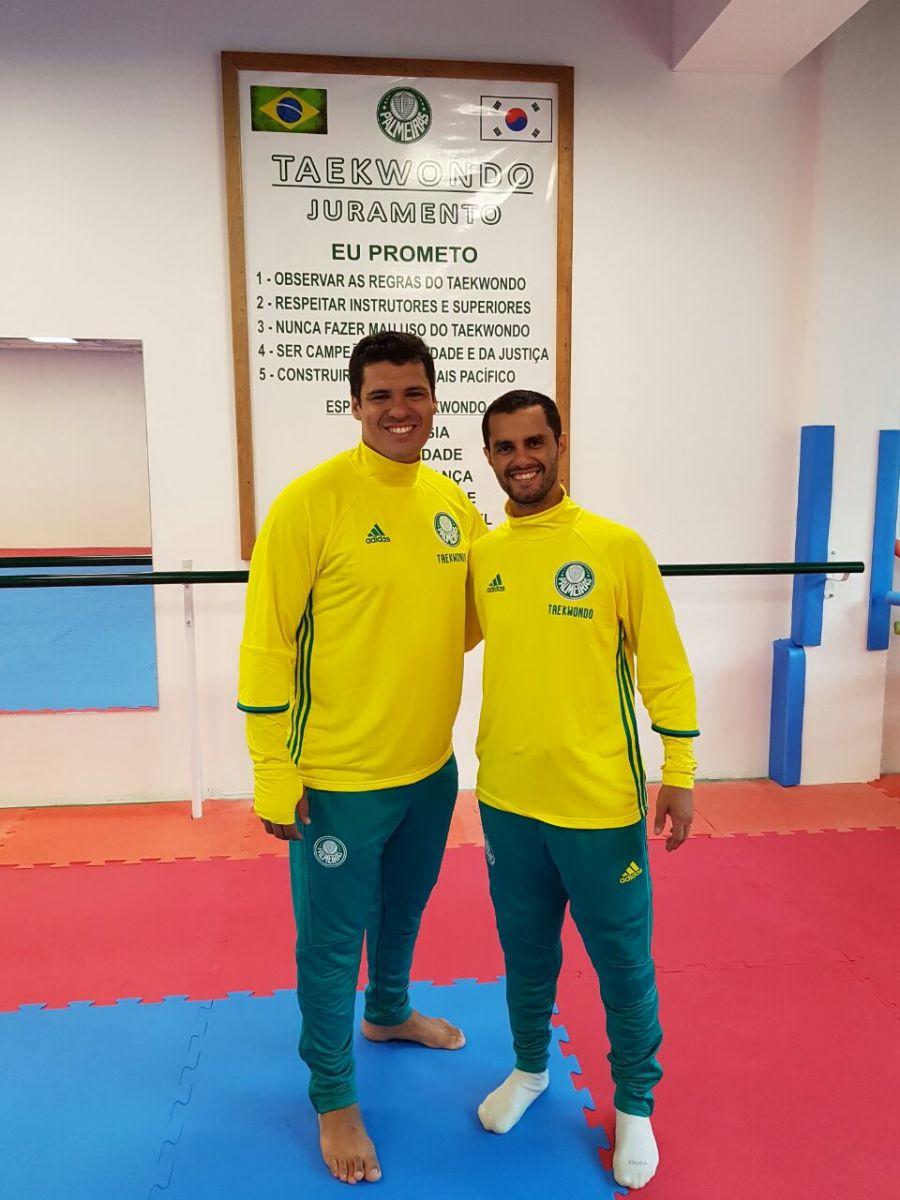 Divulgação_Reginaldo (dir.) e Felipe (esq.) são treinadores do taekwondo do Verdão