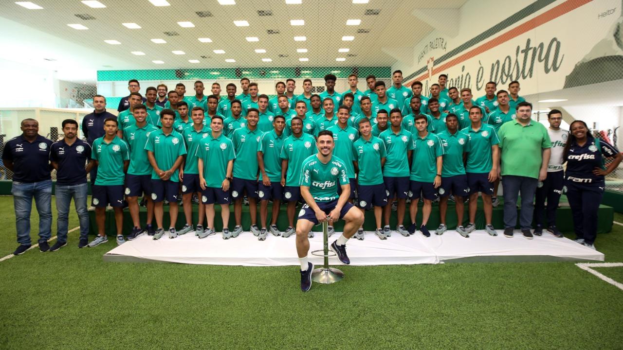 Fabio Menotti/Ag. Palmeiras/Divulgação_Jogadores das equipes Sub-17 e Sub-16 do Palmeiras participaram da Resenha da Academia com Willian