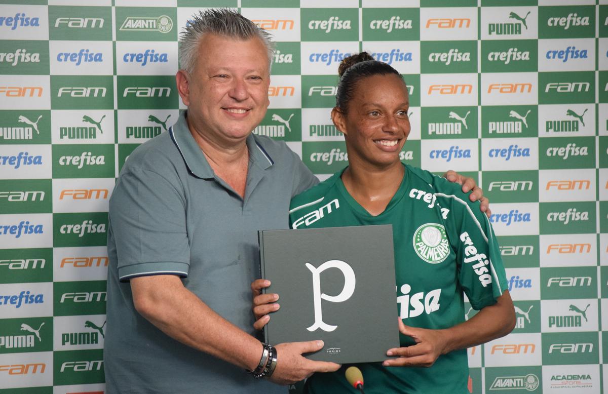 Priscila Pedroso/Palmeiras _ A polivalente Rosana, de 37 anos, chega ao Verdão com premiada bagagem no futebol feminino