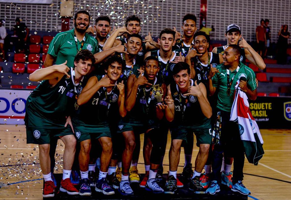 Michael Oliveira/Federados Basketball _ O Sub-16 alviverde se sagrou bicampeão nacional e está 100% na Copa Brasil de Clubes