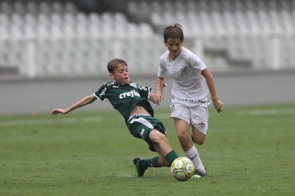 Pedro Ernesto Guerra Azevedo/Santos FC _ Uma vitória por qualquer placar no confronto de volta dá o título do Paulista Sub-11 ao time alviverde