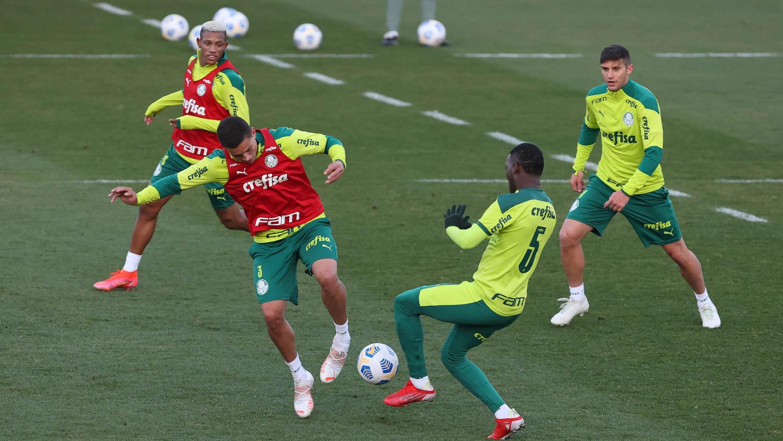 Com treinos táticos, Palmeiras encerra preparação para duelo contra o São Paulo
